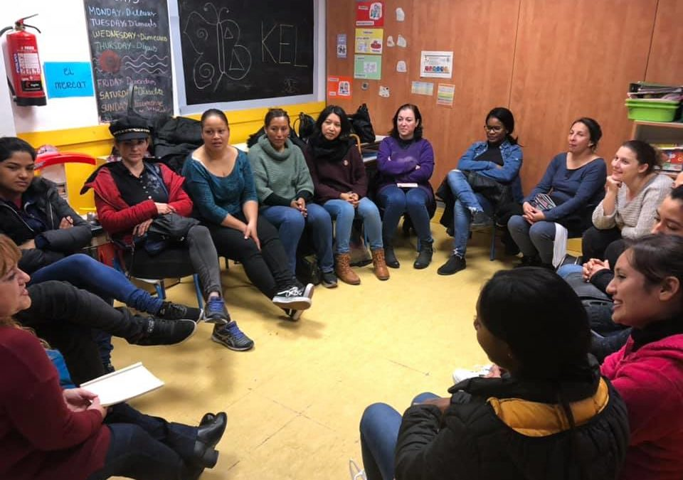 Grups de conversa amb famílies a les entitats